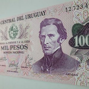 Foreign banknote of the beautiful design of Uruguay-svr