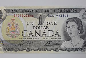 Extraordinarily beautiful and rare foreign banknote from Canada in 1973 (bank quality) Young Queen-qss