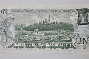 Extraordinarily beautiful and rare foreign banknote from Canada in 1973 (bank quality) Young Queen-sqs
