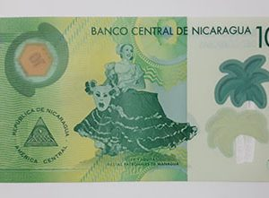 A very beautiful and rare polymer foreign banknote from Nicaragua-ewq