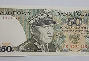 Collectible foreign banknote from Poland in 1988-taa