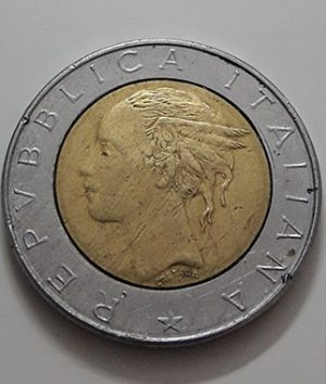 Foreign collectible double coin of Italy 1982-uar