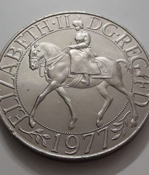 Collectible foreign coin commemorating the coronation of Queen Elizabeth of Great Britain in 1977-ato