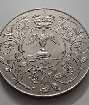 Collectible foreign coin commemorating the coronation of Queen Elizabeth of Great Britain in 1977-oat