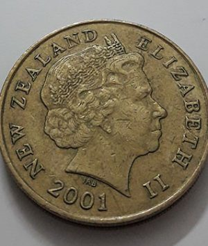 Collectible foreign coin of the beautiful design of New Zealand, the old queen of 2001-bau
